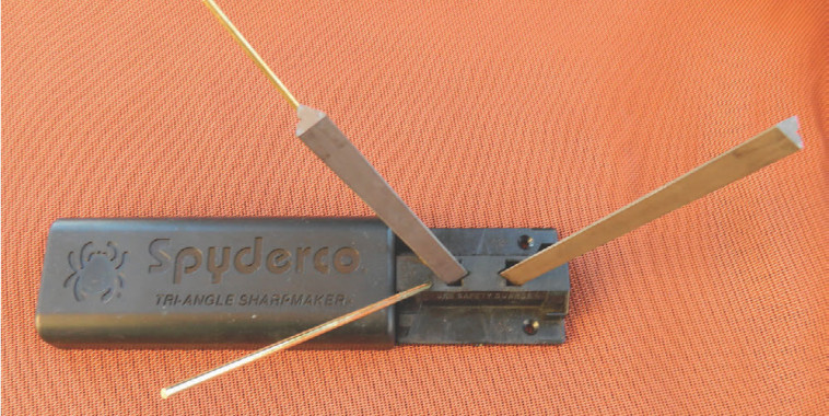Sharpmaker set up to begin sharpening, with gray stones set in 40-degree key slots. Cover of case is used as an extension for better control.