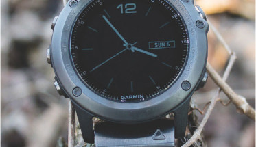 Analog face on Fenix 3 is a welcome addition, but can be switched to a digital face if desired.