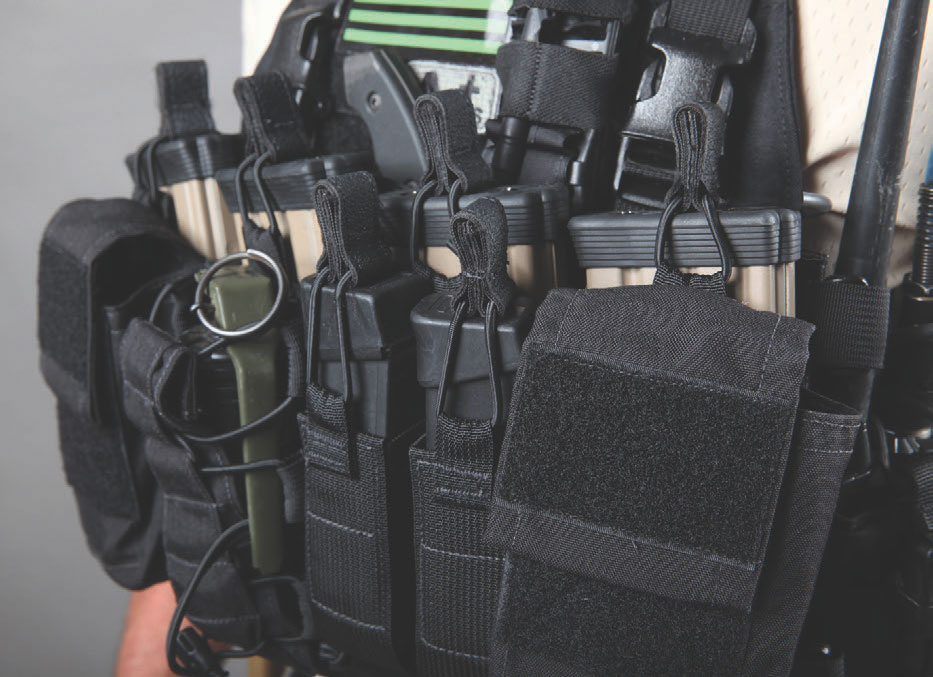 D3CR was built to be worn as a stand-alone system with detachable H-harness or clipped into an armor platform equipped with quick-release system.